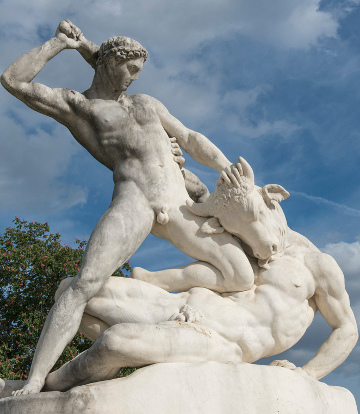 Theseus slays the Mnotaur - sculpture